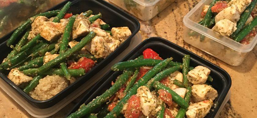 pesto chicken, green beans & tomatoes